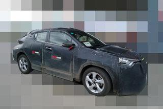 丰田首款小型SUV最新谍照 轴距超昂科拉