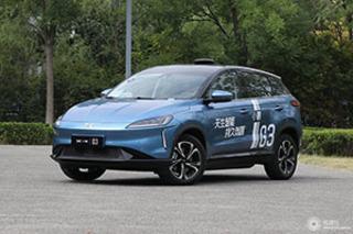 小鹏G3系统升级至1.8本子 驯化智能泊车等效果